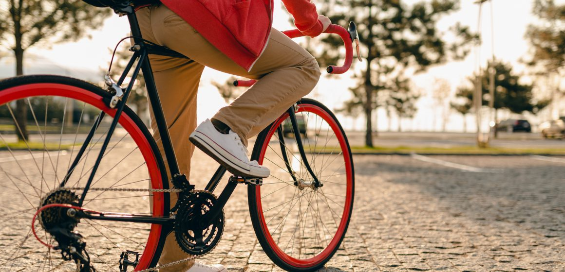 """เทคนิคปั่นจักรยาน """"ถนอมเข่า"""""""